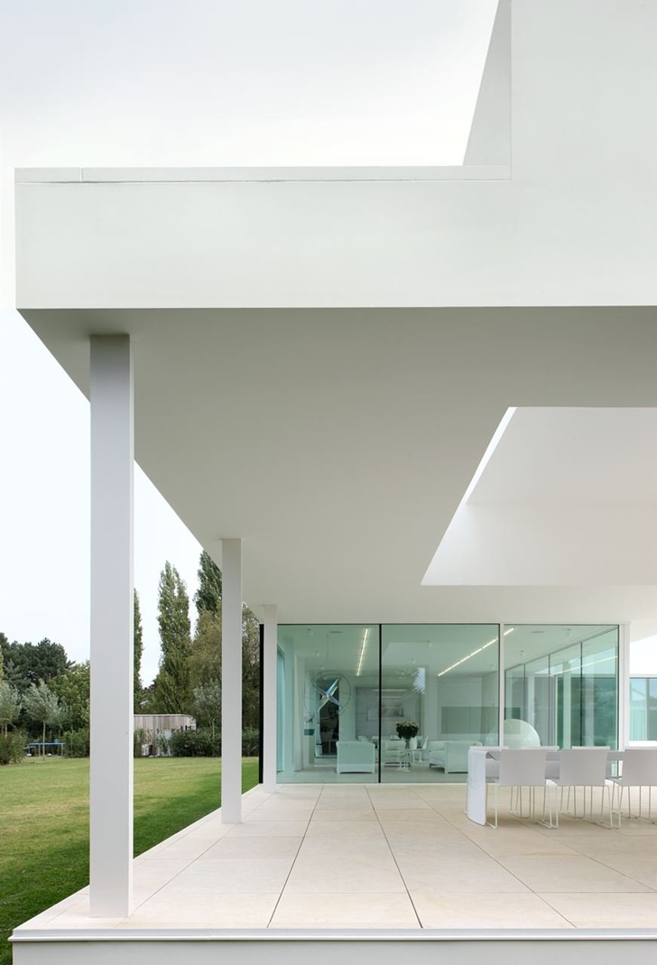 White modern facade of Minimalist Home by Beel & Achtergael Architects