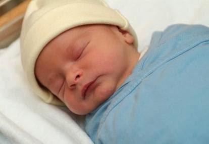 5 Tradisi Aneh Menyambut Bayi Yang Baru Lahir