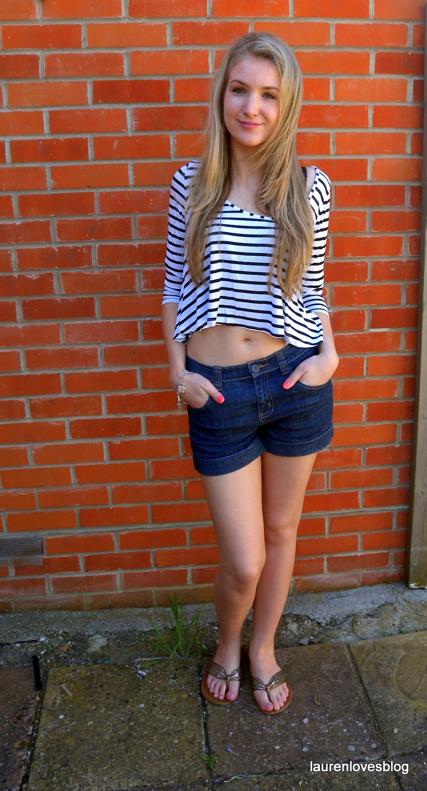 outfit post  crop top and denim shorts