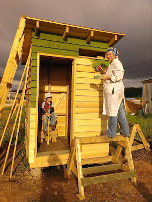 Строительство туалета на даче своими руками из досок