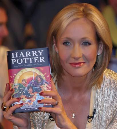 Motivasi Diri & Hidup : J.K Rowling Si Penulis Harry Potter Yang Menyihir Dunia