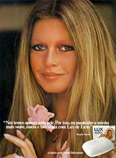 propaganda sabonete Lux - com Brigitte Bardot - 1975. anos 70.  1975. propaganda década de 70. Oswaldo Hernandez.Reclame anos 70