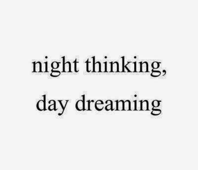 """""""son tiempos,  de soñadores con insomnio."""""""