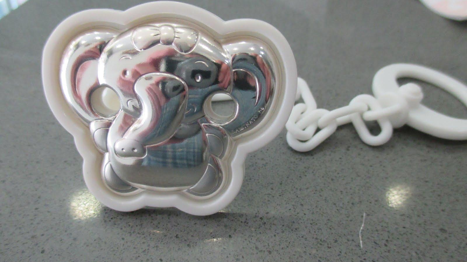 Chupetero de plata, elefante