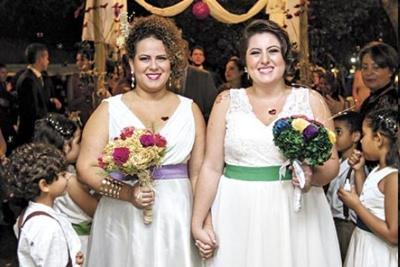 O casamento de Andressa e Dianne ocorreu na escola e contou com a participação de pais e alunos | Foto: Michael Melo