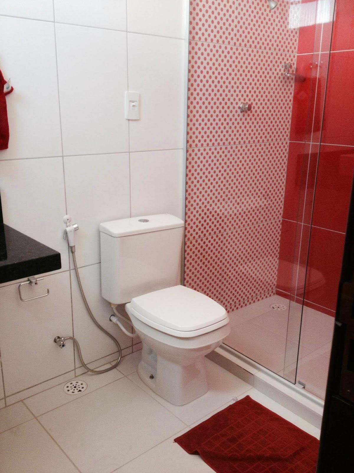 Nossa casa.com: BANHEIROS (VERMELHO E AZUL) COM REVESTIMENTO ROMERO  #7B2421 1200x1600 Banheiro Com Granito Vermelho