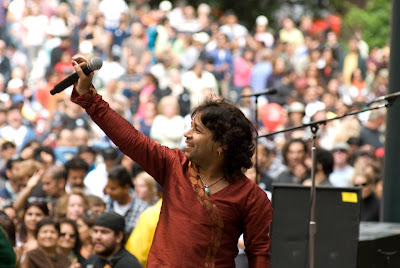 kailash kher with his fans