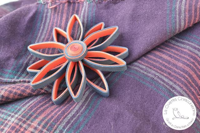Spilla di carta realizzata a mano modern quilling: fiore 03