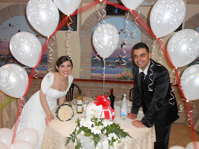 Consuelo e Raimondo sposi con lo sponsor festa nuziale