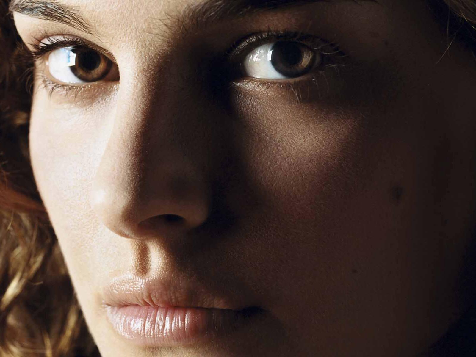 http://1.bp.blogspot.com/-UmprU4Z6KTw/Tr_92jUpJqI/AAAAAAAAJLU/_X3sVD0LW00/s1600/Natalie_Portman_HD_Wallpaper_eyes.jpg