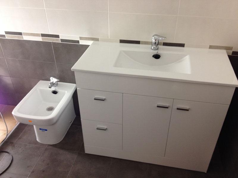Reforma del ba o y del suelo de la cocina reformas for Mueble lavabo desague suelo