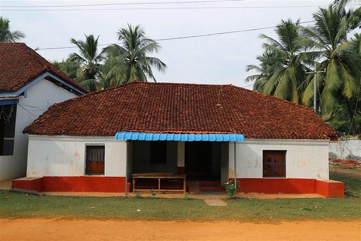 Peruru a heritage village in coastal andhra pradesh for Simple village home designs