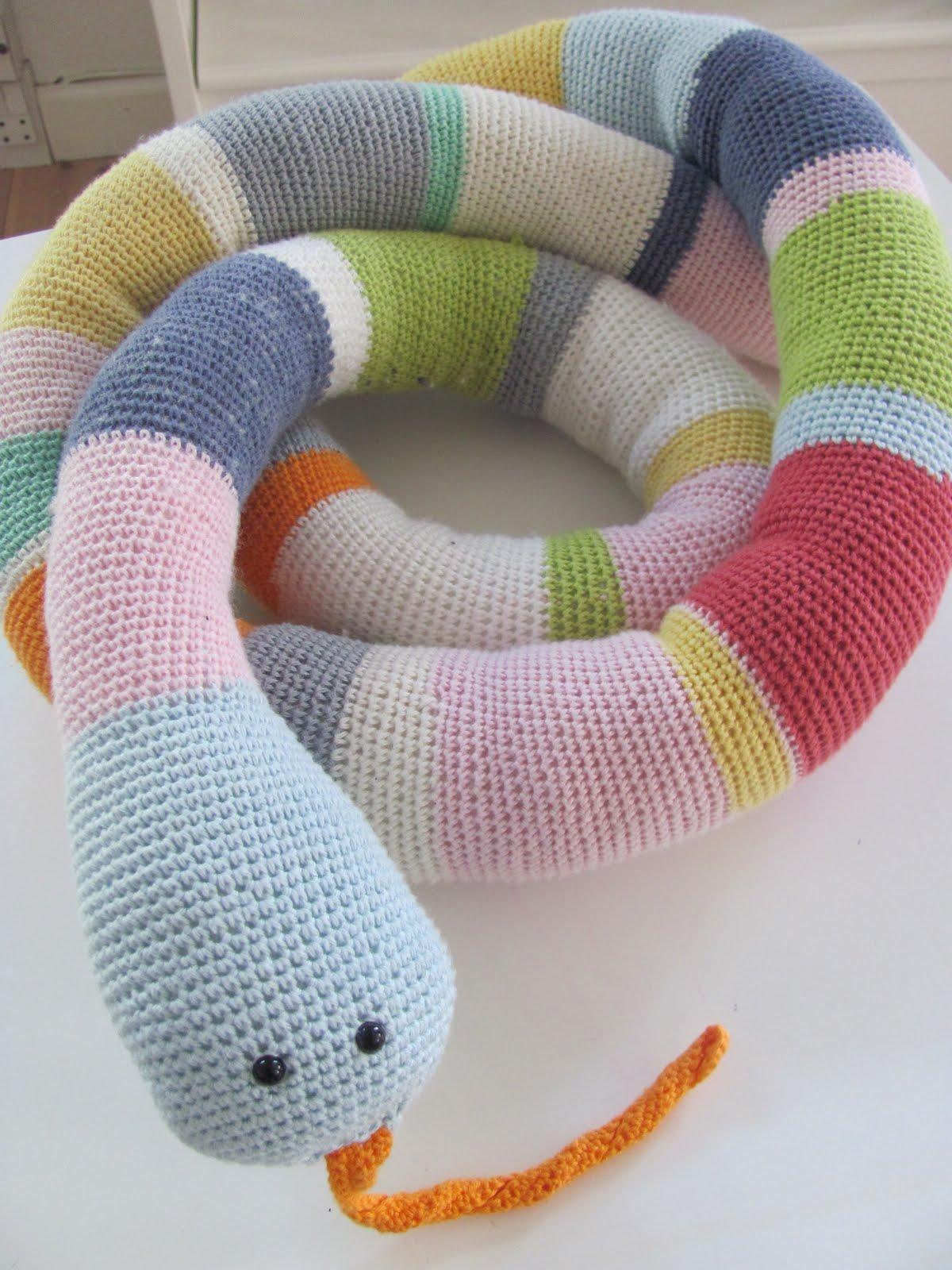 strikket slange opskrift