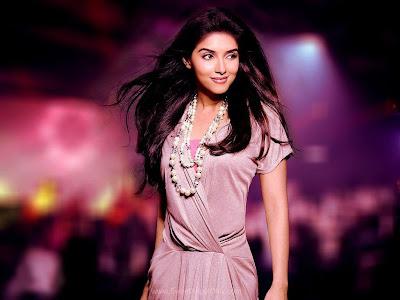 Bollywood Babe Asin Glamorous Wallpaper