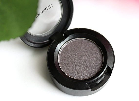 mac moth brown eyeshadow