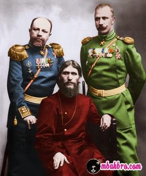 Rasputin (tengah)
