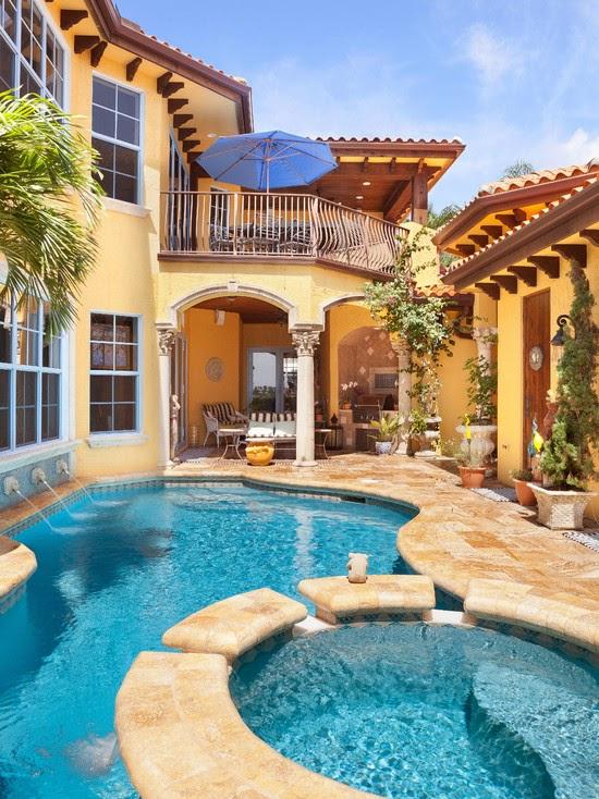 Hogares frescos 18 dise os de peque as pero hermosas piscinas for Casas bonitas con alberca y jardin