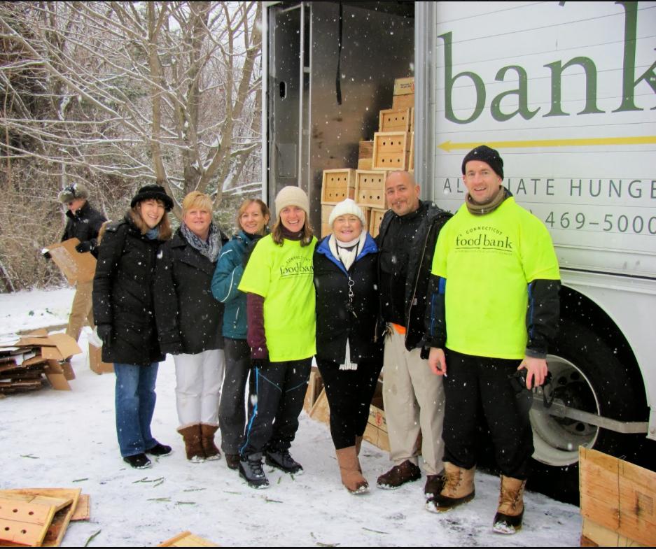 THOMAS Q KIMBALL WA8UNS Volunteer at Connecticut Food Bank Mobile Pantry-Ridgefield, CT