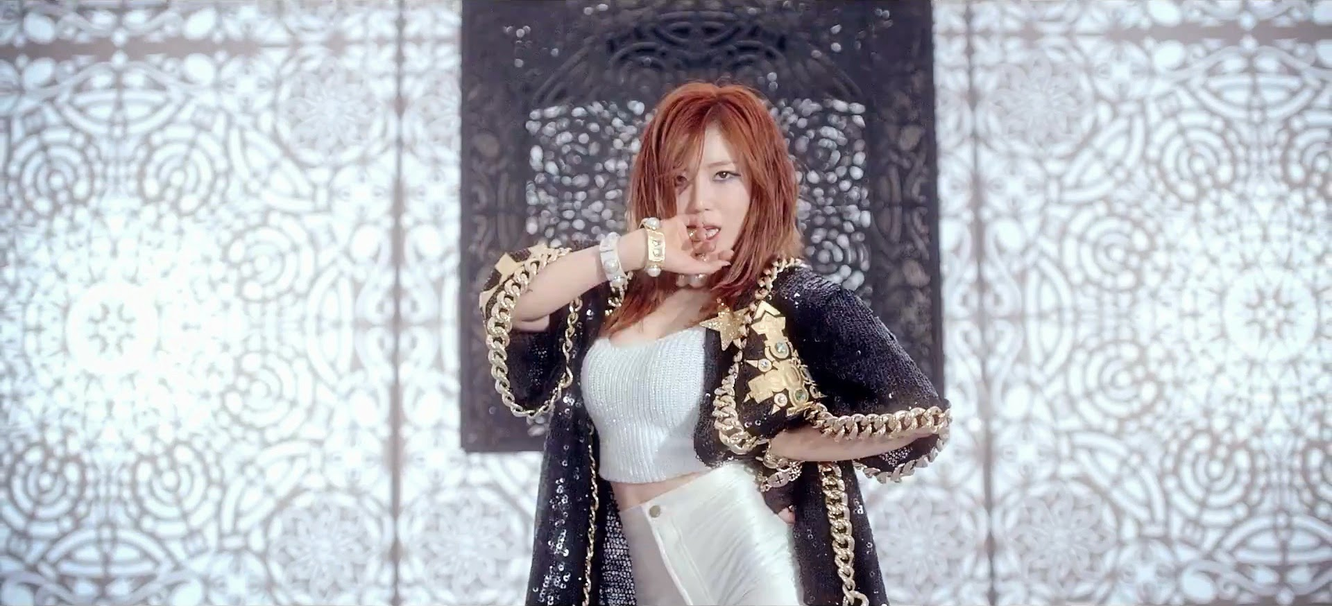 hyosung single album good night kiss mv i say. Black Bedroom Furniture Sets. Home Design Ideas