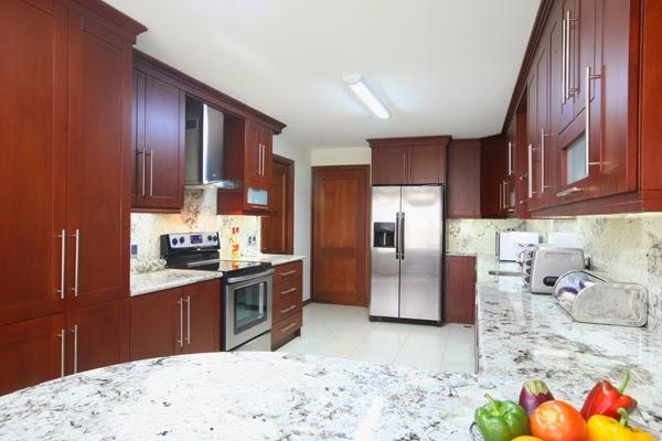 Distribuciones globales cocina gabinetes puertas for Disenos de gabinetes de cocina en madera