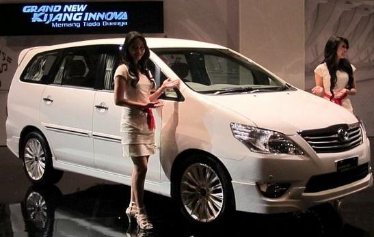 Mobil Toyota Kijang Innova Makassar
