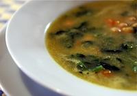 Sopa de Legumes com Grão-de-Bico e Espinafre (vegana)