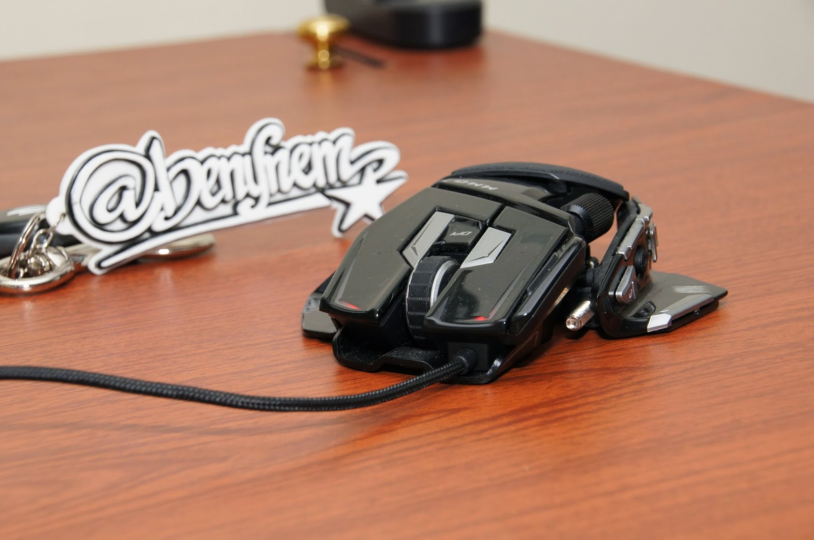 May 2015 Benklik Studio Madcatz Rat9 Wireless Gaming Mouse Putih Mad Catz Cyborg Mmo 7 Hingga 90 Action