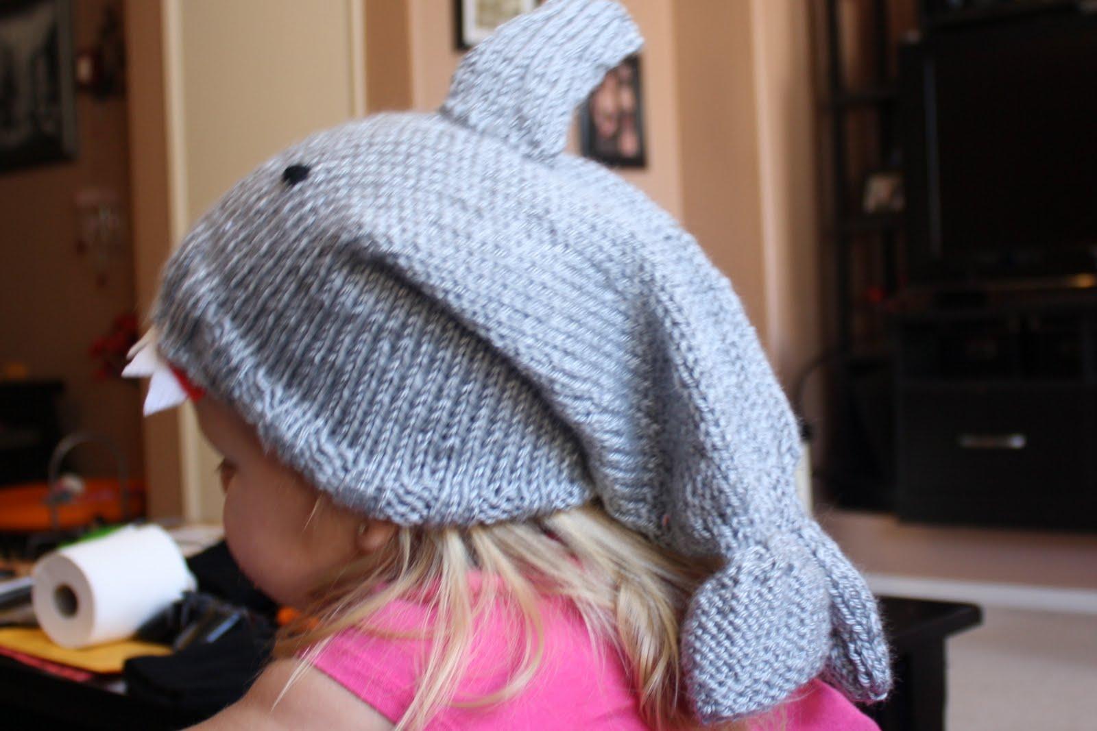 Monkey Mommas Crafts: Shark Knit Hat