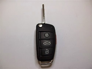 AUDI 8E0 837 220 L Factory OEM KEY FOB Keyless Entry Remote Alarm Replace