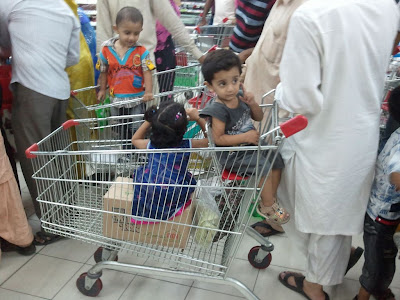 hyperstart-kids-in-trolley