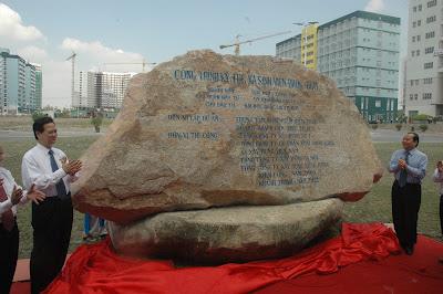 Thủ tướng Nguyễn Tấn Dũng cùng Bí thư Thành ủy Lê Thanh Hải dự lễ động thổ công trình Ký túc xá sinh viên của Đại học quốc gia TPHCM