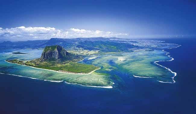 Rolls-Royce in Mauritius - YouTube