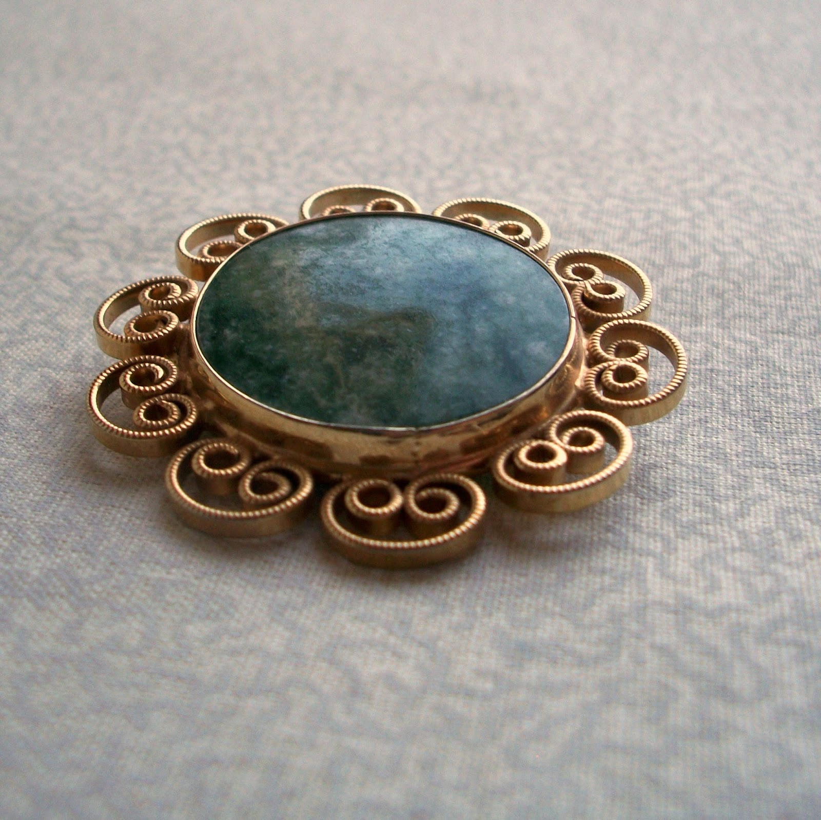 Moss Agate Brooch with Gold Filigree Spirals