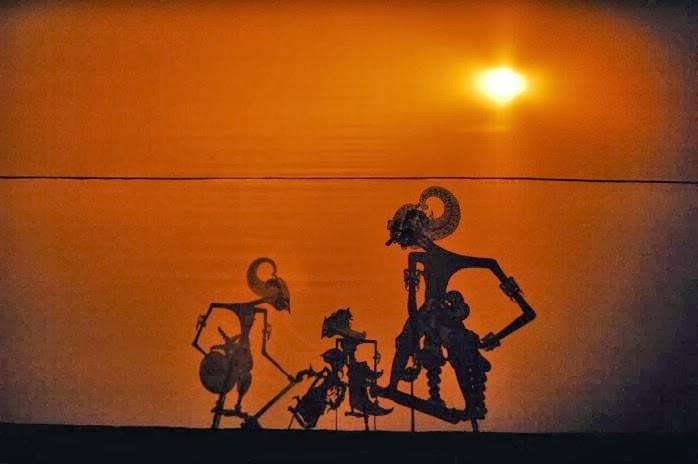 Penerapan Konsep Perambatan Cahaya Dalam pertunjukan wayang kulit
