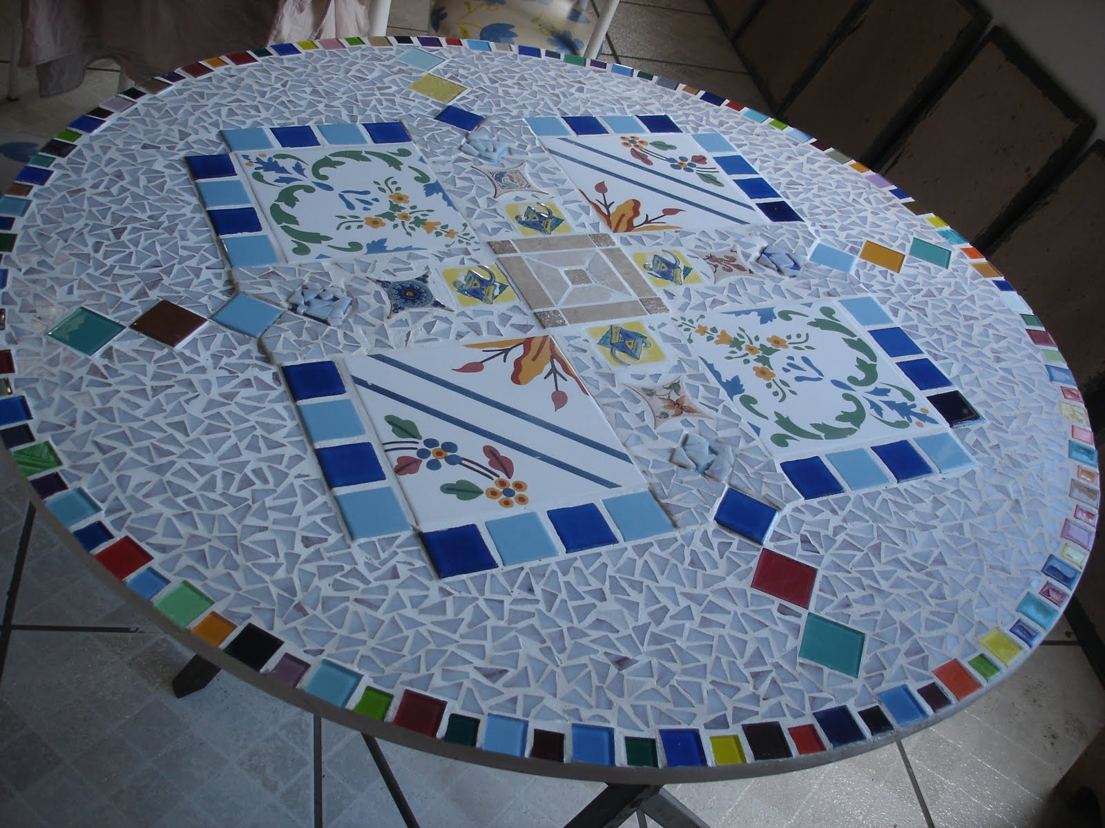 cris gasparoto mesa de mosaico e azulejos