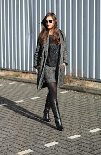 http://1.bp.blogspot.com/-UqKf08H4bs8/UJl-j84kAVI/AAAAAAAADVI/x8VPTZ2XGF8/s1600/Outfit+double+tweed%252BBlack+knee+high+platform+boots.jpg