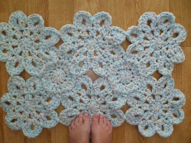 Giant Flower Bath Mat