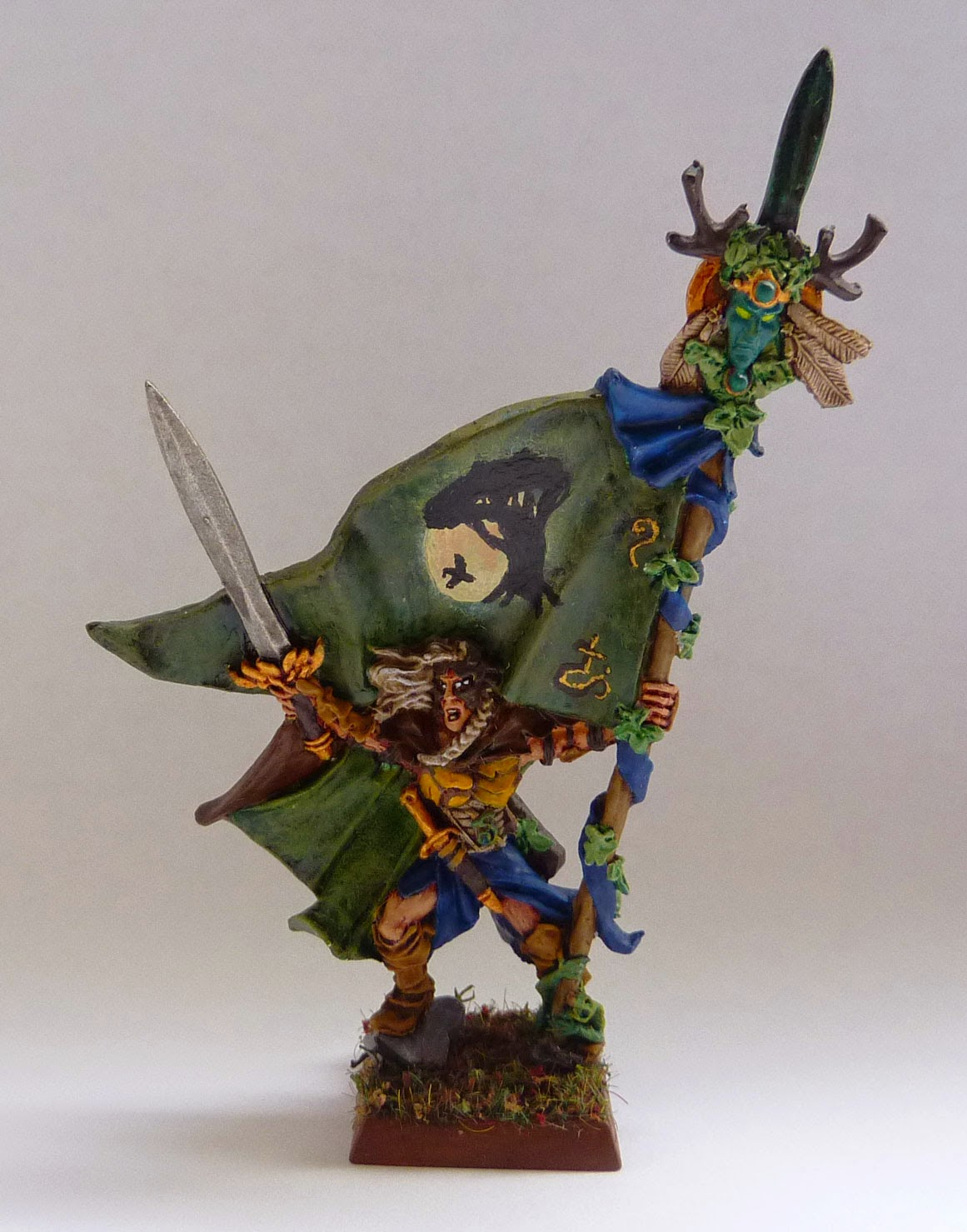 Warhammer Fantasy Battle - Wood Elf Battle Standard Bearer