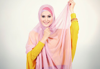 Memakai Hijab Segi Empat