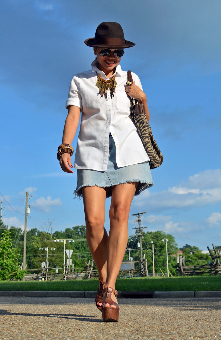 DENIM SKIRT STREET STYLE LOOK