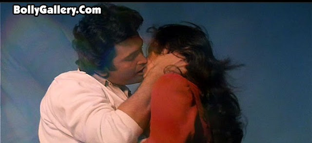 dimple kapadia liplock kissing