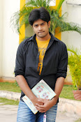 Kiraak Telugu movie Photos Gallery-thumbnail-6