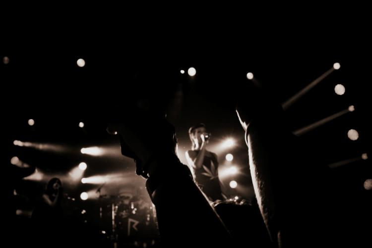 rihanna stage lights  htc 777tour