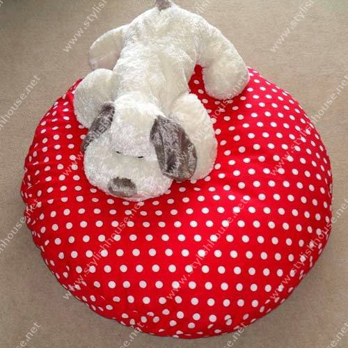 Romantic red-white bean bag seat