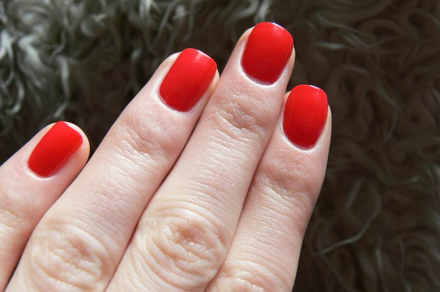 Avon Gel Finish Fabulous swatche paznokcie