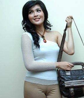 Artis Indonesia Baju Ketat