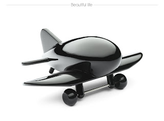 Avión de madera color negro