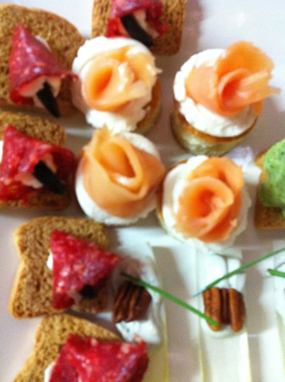 Canapes hors d 39 oeuvre 39 s tapas cupacake for Canape hors d oeuvres difference