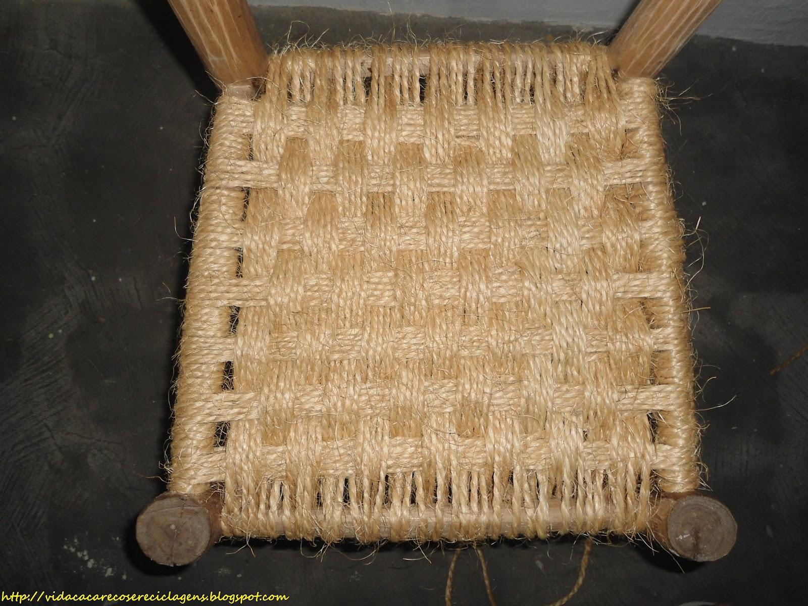 uma lixada na cadeira no sentido das veias da madeira para realçar #A59F26 1600x1200