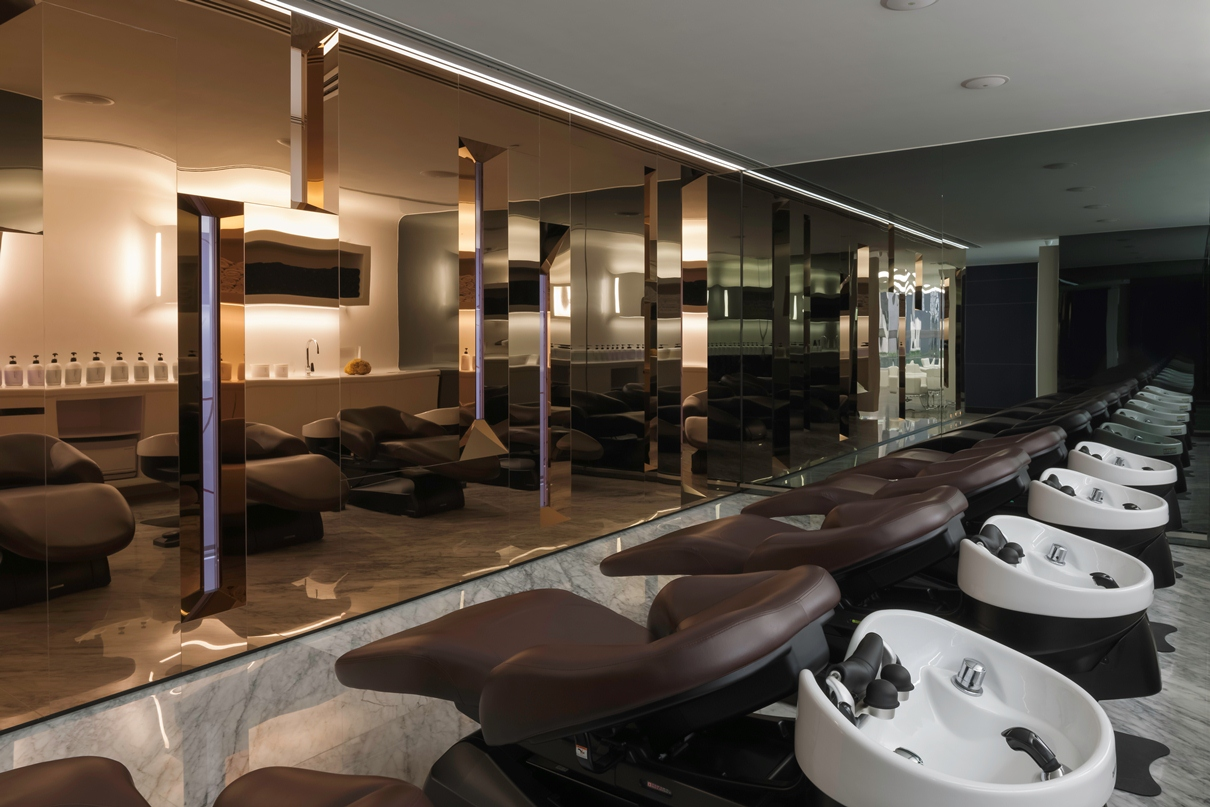 Parisian chic meets modern elegance upscale hair salon for Grand salon design